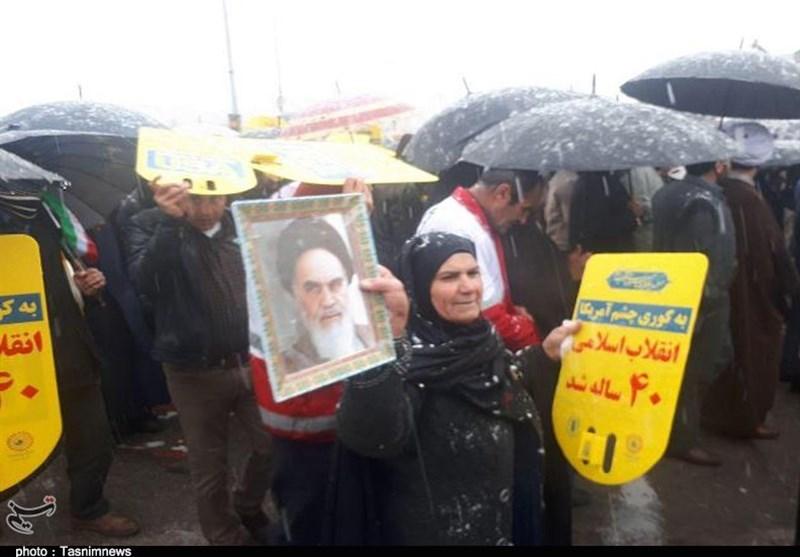 بهمن تماشایی 97| تقدیر سخنرانان از حضور حماسی ولی نعمتان انقلاب؛ مردم شایسته زندگی بهتر و ارائه خدمات مطلوب هستند