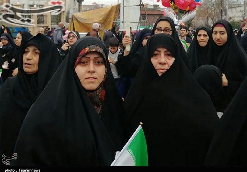 """خانواده """"مسیح علینژاد"""" در راهپیمایی 22 بهمن شرکت کردند+ عکس"""