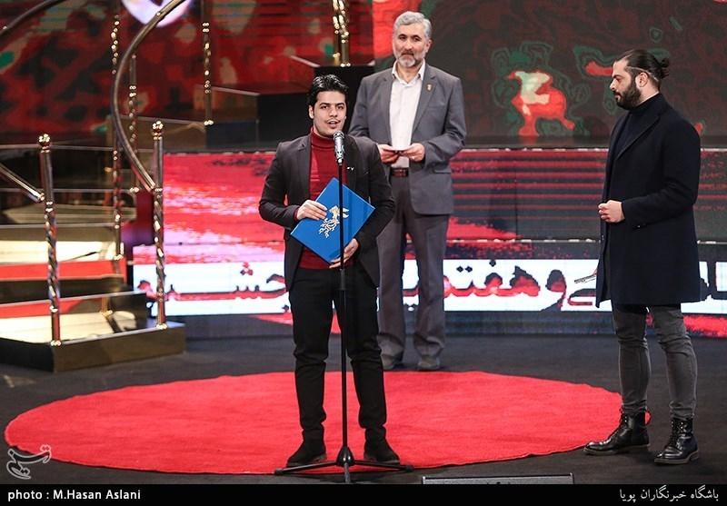 اهداء سیمرغ بلورین بهترین انیمیشن سیوهفتمین جشنواره فیلم فجر به اشکان رهگذر برای انیمیشن «آخرین داستان»