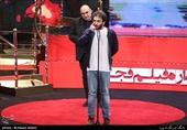 اهداء سیمرغ بلورین بهترین فیلم هنر و تجربه سیوهفتمین جشنواره فیلم فجر به همایون غنیزاده کارگردان فیلم «مسخرهباز»