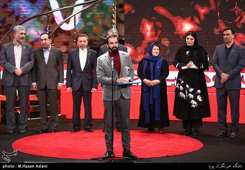 اهداء سیمرغ بلورین بهترین فیلمنامه سیوهفتمین جشنواره فیلم فجر به محسن قرایی برای فیلم «قصر شیرین»
