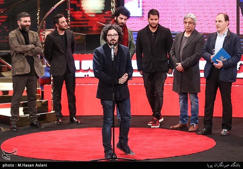 هومن بهمنش تصویربردار فیلم «متری شش و نیم» در مراسم اختتامیه سیوهفتمین جشنواره فیلم فجر