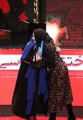 اهداء سیمرغ بلورین بهترین بازیگر نقش اول زن سیوهفتمین جشنواره فیلم فجر به الناز شاکردوست برای فیلم «شبی که ماه کامل شد»