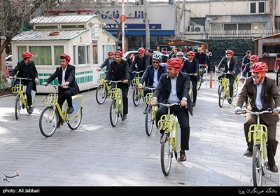 رؤساء بلدیات المدن الکبرى یتجولون على الدرجات فی طهران
