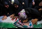 اصفهان| وداعی از جنس همدلی با شهدایی که بیدفاع آسمانی شدند؛ حضور فرمانده کل سپاه در شب وداع با شهدا