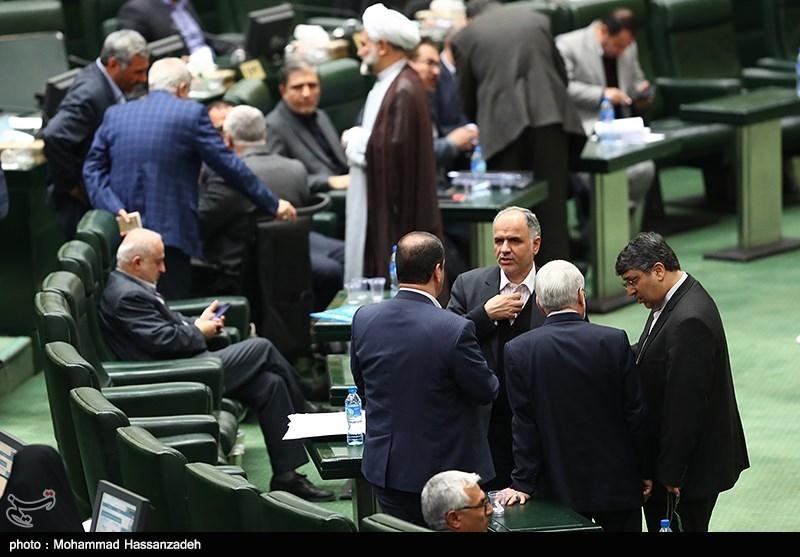 اسامی 9 نمایندهای که با تأخیر در جلسه علنی مجلس حاضر شدند