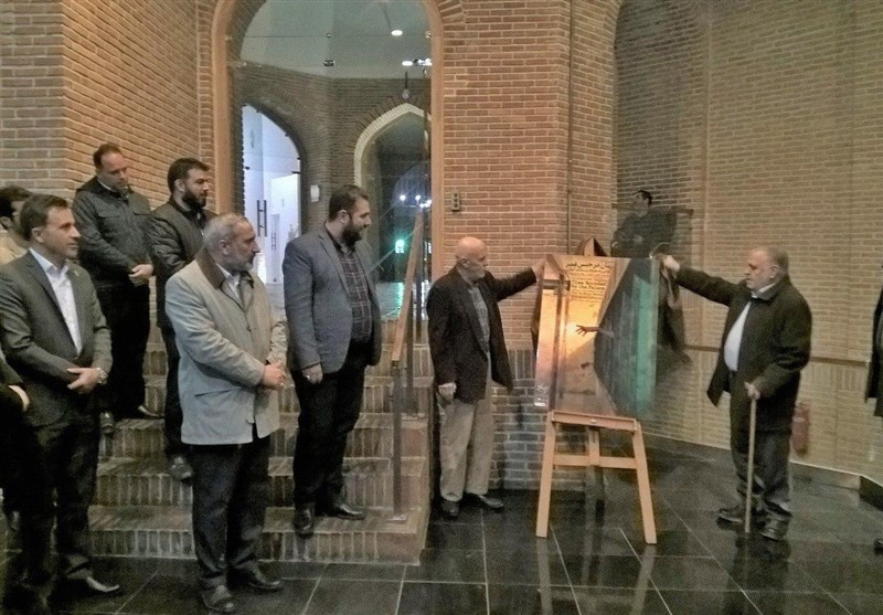 """زندانی معروف سیاسی نمایش"""" زمان در حبس قصر"""" را افتتاح کرد"""