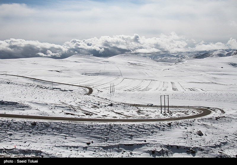 برف در جادههای خراسان رضوی و شمالی/ باران در جادههای گیلان