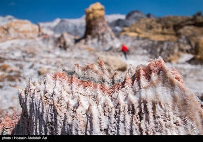 گنبد نمکی جاشک در استان بوشهر، یکی از بزرگترین، فعالترین و زیباترین گنبدهای نمکی ایران و خاورمیانه است.