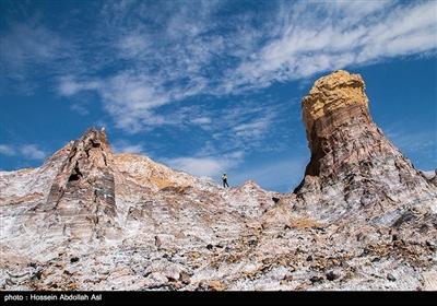 گنبد نمکی جاشک در استان بوشهر، با وسعت یکهزار و 366 هکتار و ارتفاع یکهزار و 350 متریکی از بزرگترین ، فعالترین و زیباترین گنبدهای نمکی ایران و خاورمیانه است