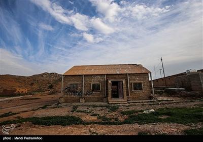نفت سفید نام شهری است در 36 کیلومتری شهرستان هفتکل و 55 کیلومتری اهواز در استان خوزستان