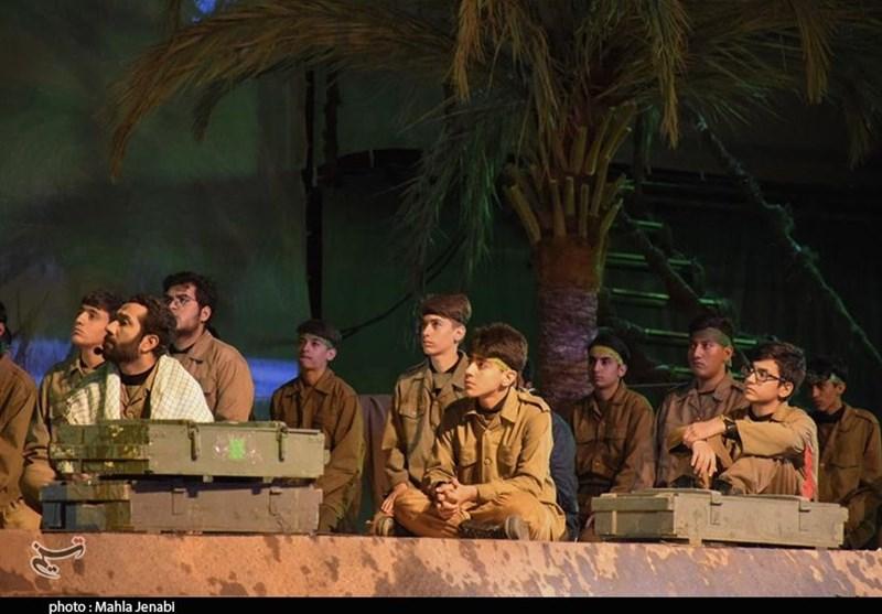 اکران سینمایش «ماهی در خاک» در کرمان به روایت تصویر