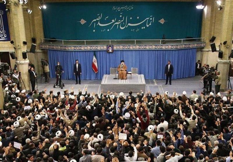 شرحی از یک حدیث نقش بسته بر دیوار حسینیه امام خمینی