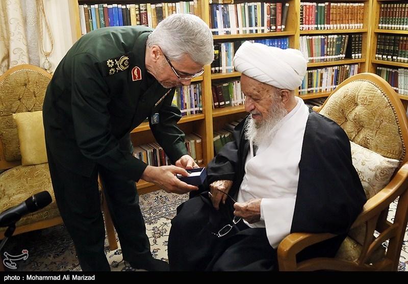 دیدار سرلشکر باقری رئیس ستاد کل نیروهای مسلح با آیت الله مکارم شیرازی