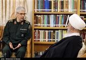 آیة الله مکارم شیرازی خلال استقباله لرئیس هیئة الارکان: التفاوض مع الاعداء لافائدة منه