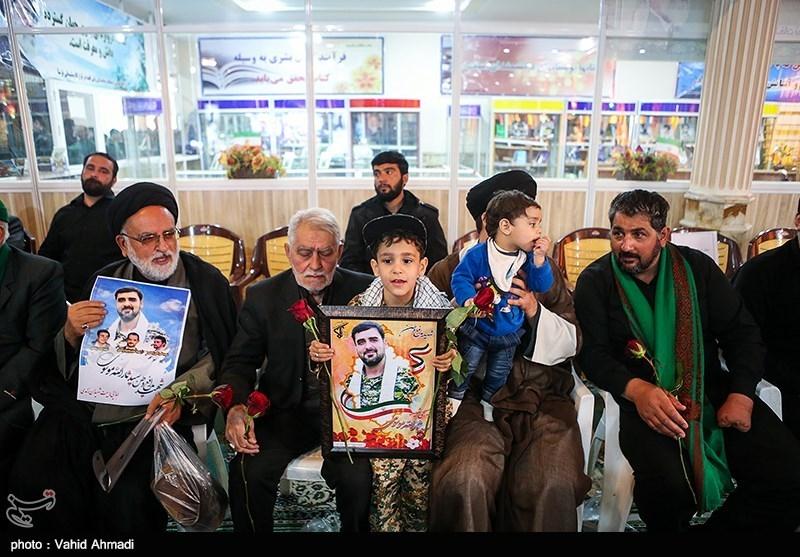 حضور خانواده شهدا در مراسم گرامیداشت شهدای حادثه تروریستی جاده خاش-زاهدان