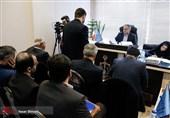 عکس: حسین فریدون مقابل میز محاکمه