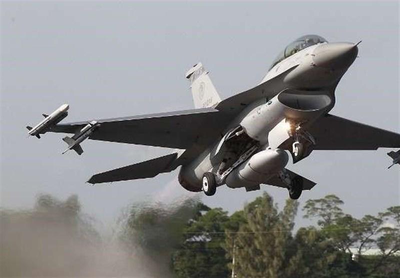 تحطم مقاتلة یابانیة F-2 وسقوطها فی البحر