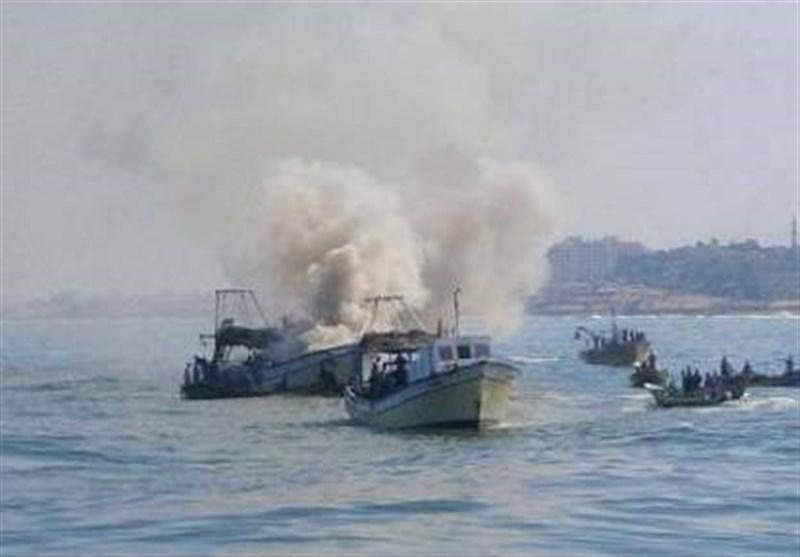 الزوارق الصهیونیة تستهدف الصیادین الفلسطینیین فی بحر غزة
