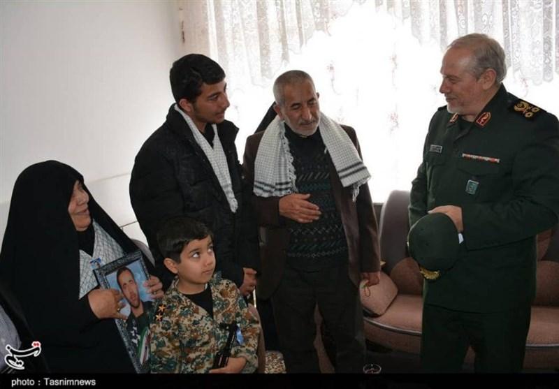 اصفهان  دیدار سرلشکر رحیمصفوی با خانواده شهید مدافع امنیت+تصاویر