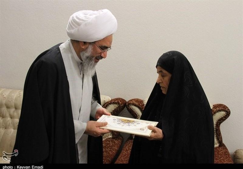 امام جمعه بوشهر: تکریم و رسیدگی به خانواده شهدا رسالت همگان است+تصاویر