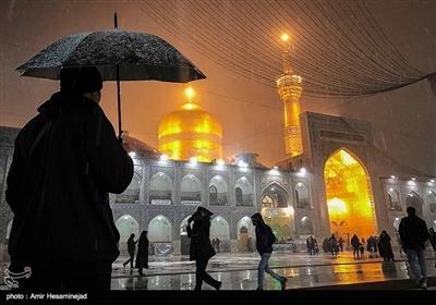 حرم مطہر حضرت علی بن موسی الرضا (ع) میں برف باری کے مناظر