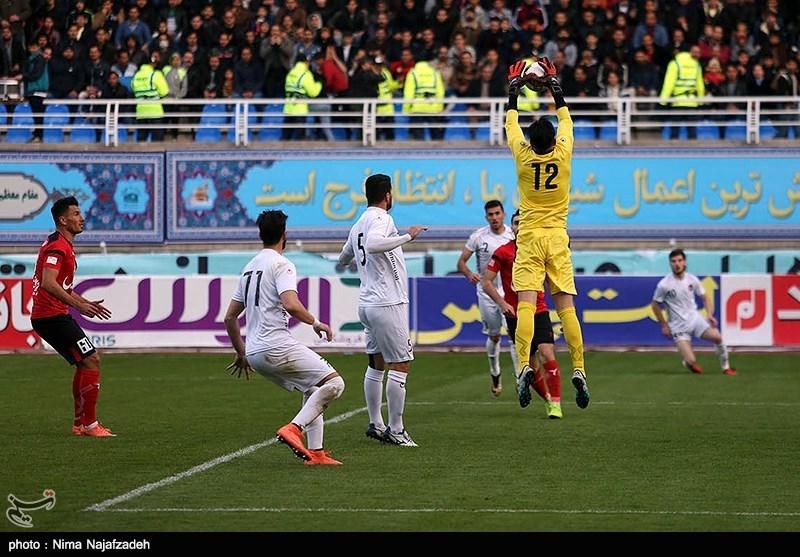 در ورزشگاه امام رضا(ع) مشهد تیم پدیده شهر خودرو با نتیجه دو بر صفر تیم سپید رود رشت را شکست داد