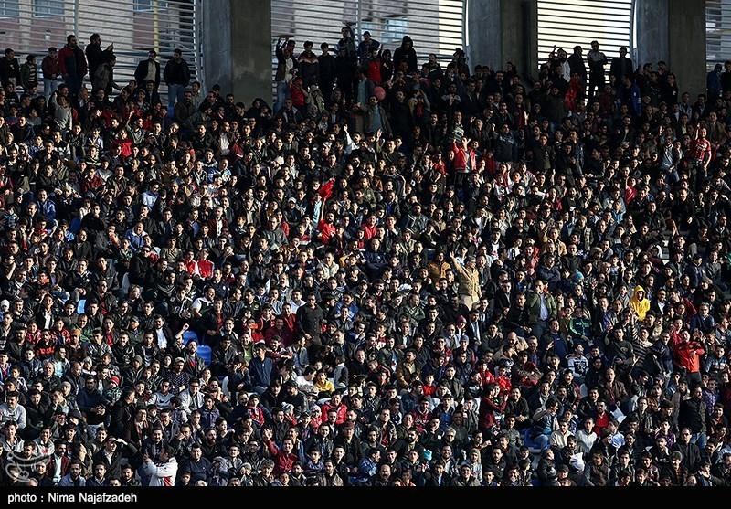 حاشیه دیدار شهر خودرو-پارس جنوبی| استقبال 2500 نفره هواداران/حضور تماشاگران تیم شهر خودرو با پرچمهای ایران