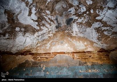 فت سفید در ۳۶ کیلومتری شهرستان هفتکل و ۵۵ کیلومتری اهواز در استان خوزستان قرار دارد که در سال ۱۹۳۸ میلادی مصادف با ۱۳۱۷ خورشیدی اولین میدان عظیم نفتی در آن کشف شدتصویر