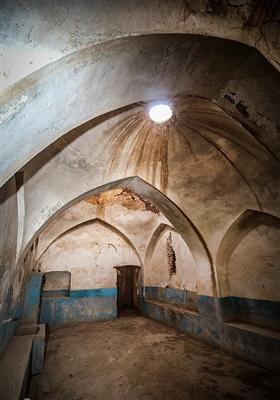 ین حمام توسط مرحوم استاد معتمدی ساخته شد و به دو بخش حمام زنانه و مردانه تقسیم می شد.