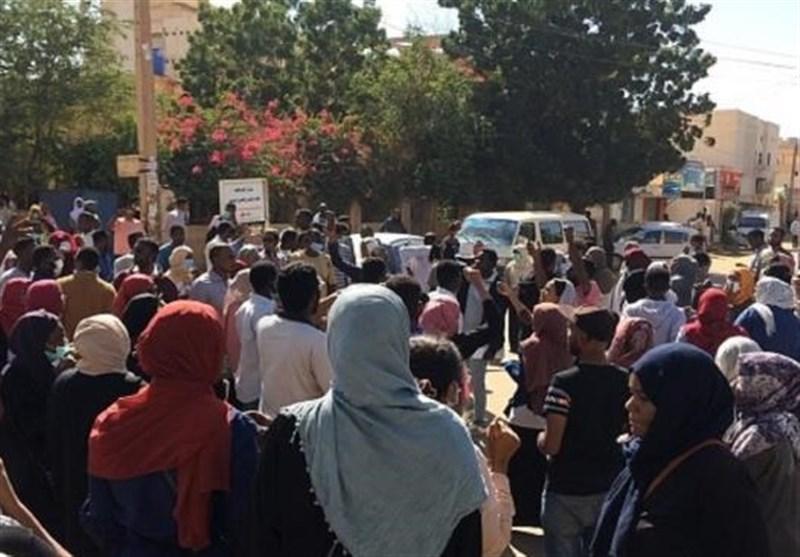 ادامه اعتراضات در سودان با وجود وضعیت فوق العاده؛ دهها معترض بازداشت شدند