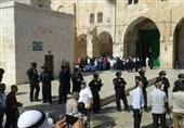 یورش وحشیانه نظامیان صهیونیست به نمازگزاران فلسطینی در مسجد الاقصی