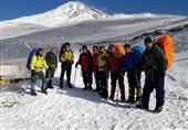 صعود زمستانی کوهنوردان ارتش به قله دماوند