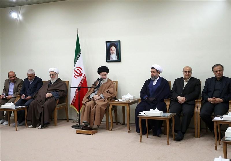 قائد الثورة : اعداء ایران یسعون من خلال الحرب الناعمة بث روح الیاس فی نفوس ابناء الشعب