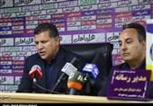 بوشهر| علی دایی: نمیشود در تلویزیون، گریه و مردم را علیه تیم ملی تحریک کنیم/ خندهدار است که تیم پارس جنوبی نمیتواند پولش را بگیرد