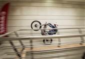 رکورد پلهنوردی با موتورسیکلت در برج میلاد به ثبت رسید