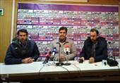 اصفهان| مهاجری: باد اجازه نمیداد دو تیم بازی کنند