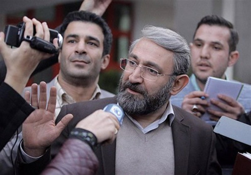 """تأملی بر دستنوشته خشایار الوند/مهران مهام: """"مرّ قانون"""" شرایط اداری را نقد میکند"""