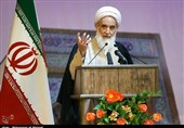 امام جمعه کرمانشاه: آمریکا بداند ایران و جبهه مقاومت پر از شهدایی مانند سلیمانی و ابومهدی مهندس است