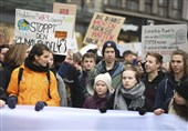 Thousands Gather in Hamburg, Elsewhere for Climate Protest