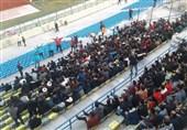 حاشیه دیدار پیکان - پدیده  در ورزشگاه شهرقدس گردوخاک به پا شد/ درگیری بازیکنان 2 تیم