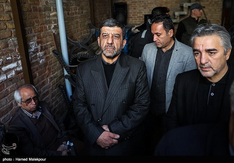 مهدی فرجی و عزتالله ضرغامی در مراسم تشییع پیکر زندهیاد خشایار الوند