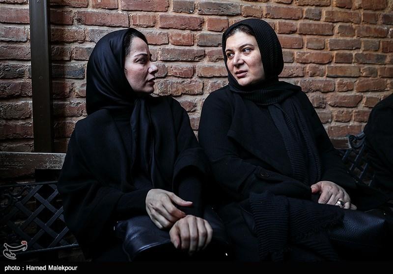 ریما رامینفر و نسرین نصرتی در مراسم تشییع پیکر زندهیاد خشایار الوند