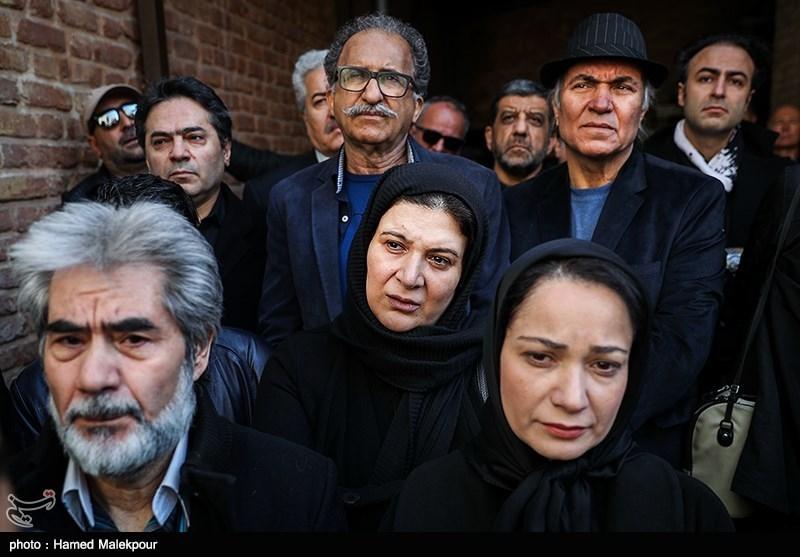 نسرین نصرتی و ریما رامینفر در مراسم تشییع پیکر زندهیاد خشایار الوند