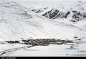بارش برف و باران در جادههای 4 استان/ ترافیک در هراز، فیروزکوه و کرج ــ چالوس