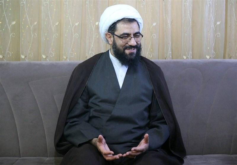 نماینده ولی فقیه در استان و امام جمعه جدید همدان به مقام شهدا ادای احترام کرد