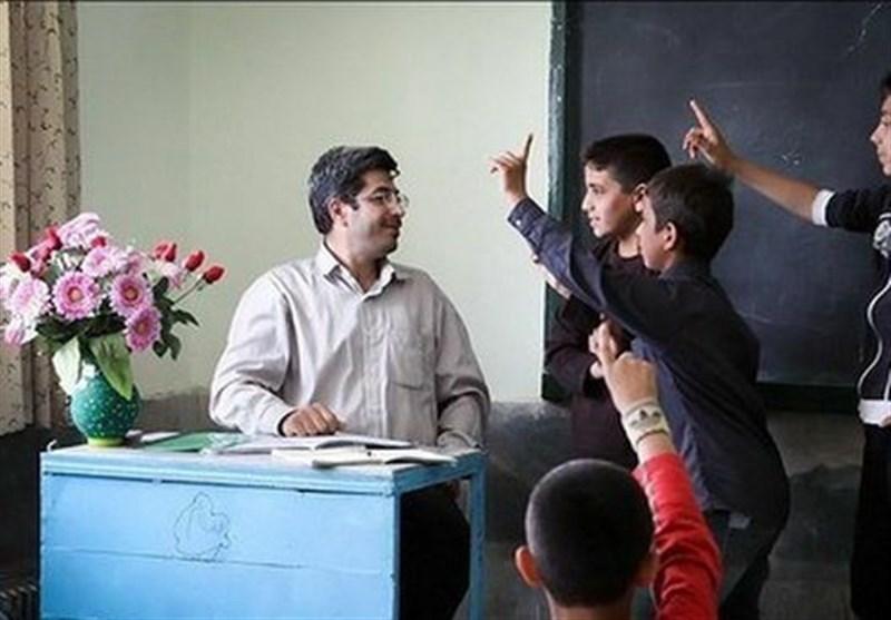 دردسرهای فیش حقوقی اردیبهشت معلمان/چرایی کسر مبالغ میلیونی