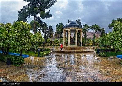 مقبرة الشاعر حافظ الشيرازي في شيراز