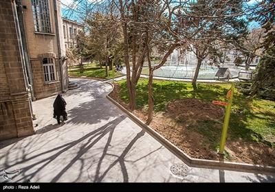 عمارت شهرداری تبریز در مرکزیترین نقطه شهر و در میدان شهرداری (ساعت)، تقاطع خیابان امام خمینی و ارتش واقع است.