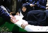 فرزند شهید مدافع حرم:به بابا گفتم ای کاش زودتر می آمدی